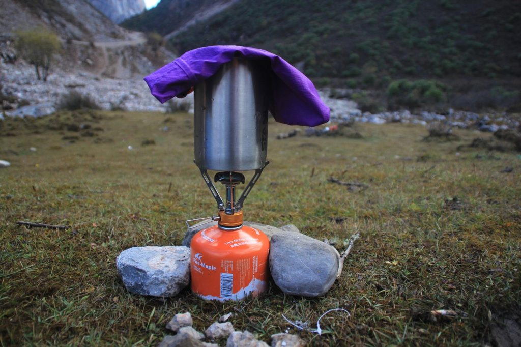 Boiling water with a camp stove