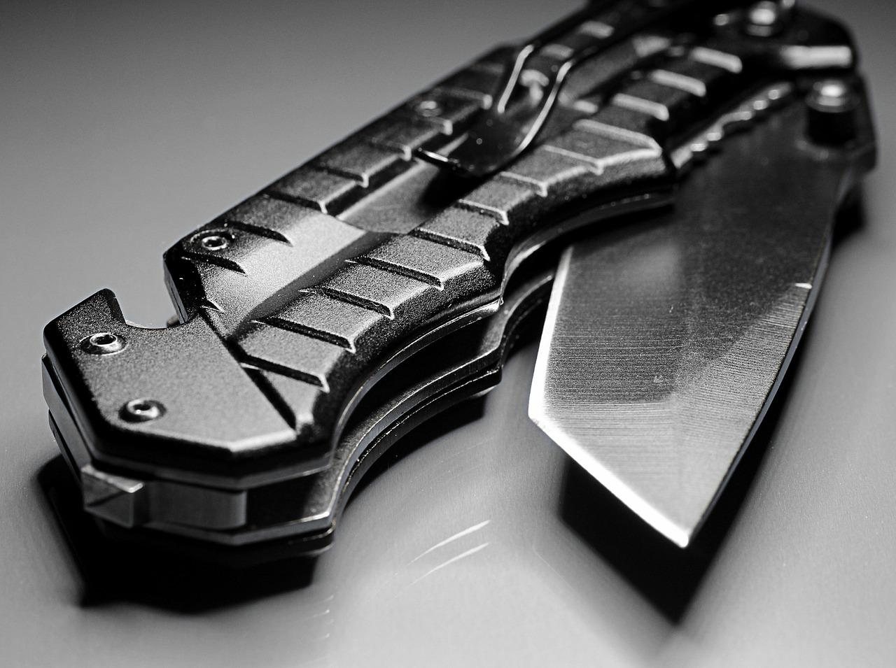 7 Dead Simple Knife Hacks Every Survivalist Should Know